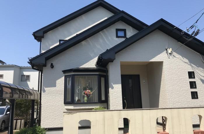 秋田市楢山S様邸 外壁塗装色:ND210、屋根塗装色:ブラック