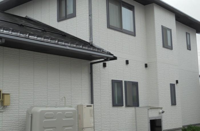 施工事例 秋田市旭南 K様邸(外壁塗装色:ND102、屋根塗装色:ブラック)