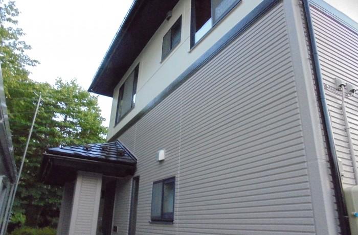 施工事例 秋田市桜ヶ丘 A様邸(外壁2階:ND111 外壁1階:ND152、屋根:ブラック)