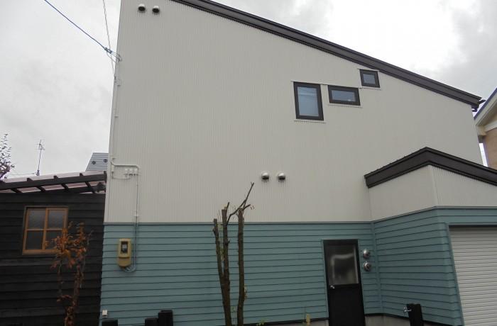 秋田市泉 M様邸(外壁塗装色:2階ND102、1階ND050、屋根塗装色:チョコレート)