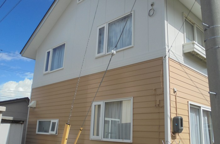 秋田市外旭川 H様邸(外壁塗装色:2階ND102、1階ND343、屋根塗装色:チョコレート)