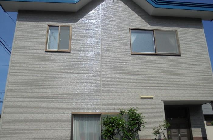 秋田市旭川 W様邸(外壁塗装色:UVプロテクトクリヤー、屋根塗装色:セルリアンブルー)