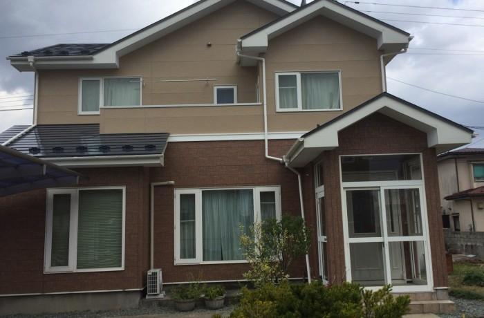 秋田市新屋 K様邸(外壁塗装色:2階ND376、1階UVプロテクトクリヤー 屋根塗装色:チャコールグレー)