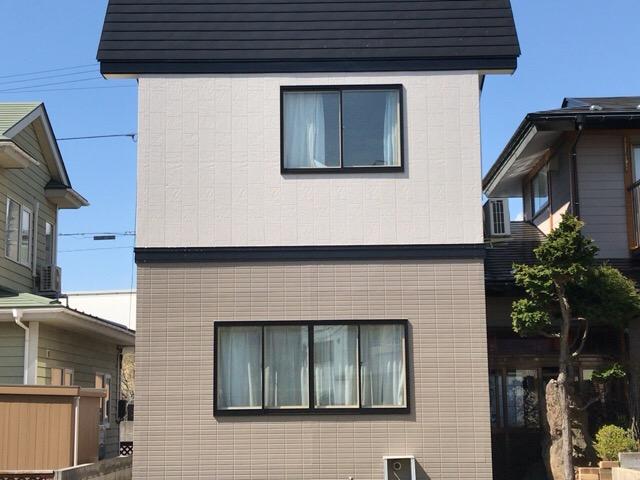 秋田市楢山 K様邸(外壁塗装色:2階ND373、1階ND375、屋根塗装色:ブラック)