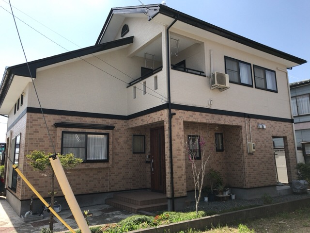 秋田市牛島 H様邸(外壁塗装色:2階ND210、1階UVプロテクトクリヤー、屋根塗装色:ブラック)