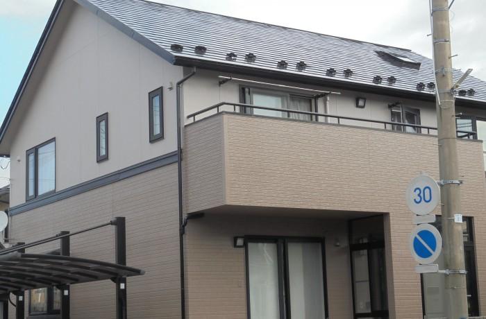 秋田市泉 N様邸(外壁塗装色:2階ND322、1階ND342、屋根塗装色:ブラック)