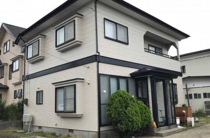 由利本荘市 S様邸 外壁塗装色:ND210、屋根塗装色:チャコールグレー